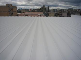 遮熱塗料ミラクール施工実績2008 岡山県 マルエス冷蔵(株)機械室屋根 SW200施クールホワイト工