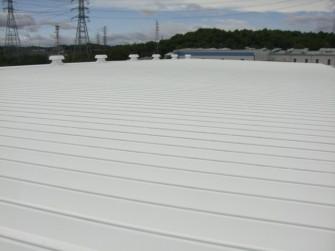 遮熱塗料ミラクール施工実績2011 貝印物流(株)物流センター屋根S100クールホワイト施工