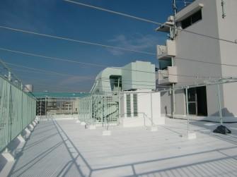 遮熱塗料ミラクール施工写真 東京都 マンション屋上(コンクリート)AW700クールホワイト施工