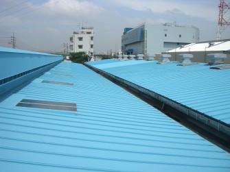 遮熱塗料ミラクール施工実績2006 東京都 工場屋根(鋼板)3,200㎡ F200パステルブルー施工