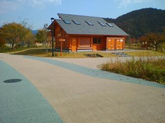 遮熱塗料ミラクール施工写真 道路 公園(宮城県みちのく湖畔公園)